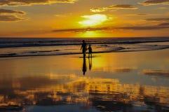 Красивые заходы солнца Playa el Cuco, Сальвадора Стоковые Изображения