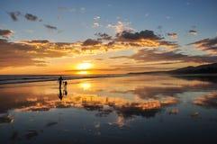 Красивые заходы солнца Playa el Cuco, Сальвадора Стоковое Изображение