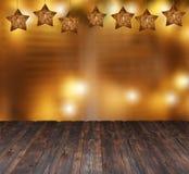 Красивые звезды рождества и запачканные света свечи Место для текста на деревянной предпосылке стоковое фото rf