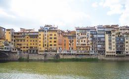 Красивые здания вдоль реки Арно в Флоренсе стоковые фотографии rf
