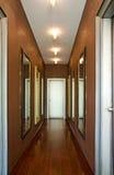 Красивые зеркала в коридоре Стоковые Изображения RF