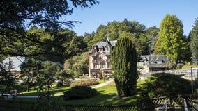 Красивые здания на Bagnoles de Lorne Стоковое Изображение