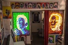 Красивые изображения и изображения портрета в магазине в smal деревне Eze, Провансали, Франции Стоковая Фотография RF