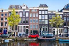 Красивые каналы Амстердама с типичными домами Стоковое Изображение RF