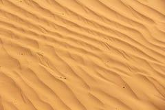 Красивые картины волны нашли в песчанной дюне в пустыне песок Стоковая Фотография