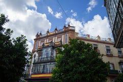 Красивые квартиры с балконом и большое стеклянное Windows с s Стоковое фото RF