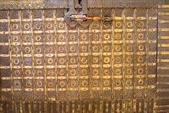 Красивые комоды или античная нашивка коробки и коричневых стоковое изображение