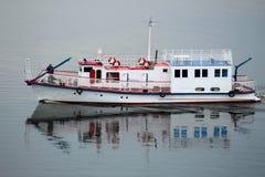 Красивые корабли на реке Стоковое Фото
