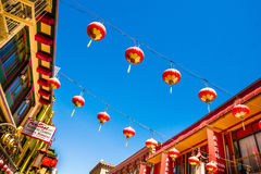 Красивые красные китайские фонарики в Чайна-тауне Сан-Франциско, Калифорнии, США стоковая фотография rf
