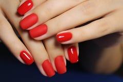 Красивые красные ногти стоковое фото