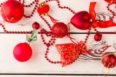 Красивые красные украшения для рождественской елки Стоковое фото RF