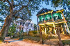 Красивые красочные дома Нового Орлеана, Луизианы Стоковые Фотографии RF