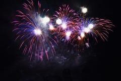 Красивые красочные фейерверки на воде Запруда Брна Международная конкуренция Ignis Brunensis фейерверков Брно - чехия - евро Стоковое Изображение RF
