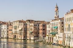 Красивые классические здания на грандиозном канале, Венеции Стоковое фото RF
