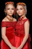Красивые маленькие девочки в красных платьях Стоковое Изображение RF