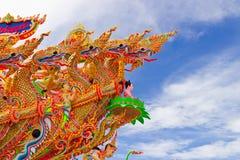 Красивые много дракон с голубым небом в Таиланде Стоковое Изображение