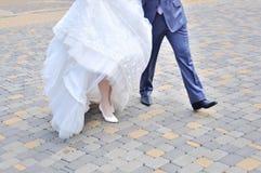 Красивые молодые пары свадьбы стоковые фото