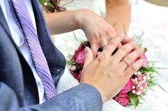 Красивые молодые пары свадьбы стоковая фотография rf