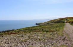 Красивые море, Howth, залив Дублина, Ирландия, утесы, скала и камни Стоковое фото RF