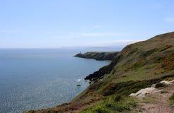 Красивые море, Howth, залив Дублина, Ирландия, утесы, скала и камни Стоковые Фото