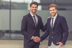 Красивые молодые бизнесмены Стоковое Изображение RF