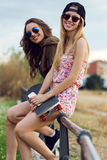 Красивые молодые женщины в улице Стоковые Изображения RF