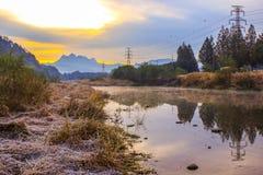 Красивые небеса утра с потоком Стоковая Фотография RF