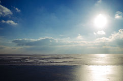 Красивые небо и облака над морем Азова Стоковые Изображения
