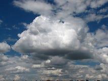 Красивые облака в небе лета Стоковая Фотография RF