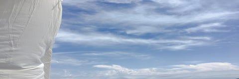 Красивые облака против предпосылки голубого неба Небо облака Голубое небо с облаками выдерживает, облако природы Белые облака, го Стоковая Фотография