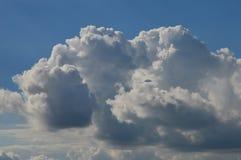 Красивые облака в небе лета стоковые изображения rf