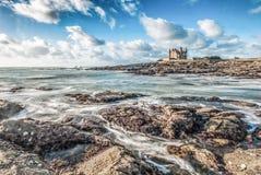 Красивые облака и волны в Бретани, Франции Стоковые Фотографии RF
