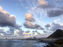 Красивые облака перед подъемом Supermoon Стоковые Изображения