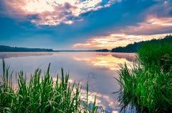 Красивые озеро и небо Стоковое Изображение RF