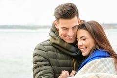 Красивые пары в теплых одеждах Стоковая Фотография RF