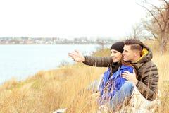Красивые пары в теплых одеждах Стоковые Изображения RF