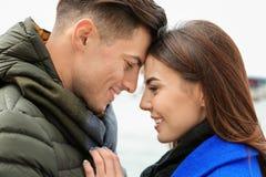 Красивые пары в теплых одеждах Стоковое Изображение RF
