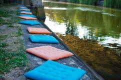 Красивые подушки около воды Стоковая Фотография