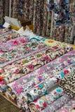 Красивые покрашенные шарфы и вуали Стоковые Фото