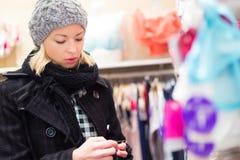 Красивые покупки дамы в магазине женское бельё Стоковое фото RF