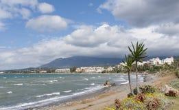Красивые пляжи Косты del Sol в Estepona, Андалусии Стоковые Изображения RF