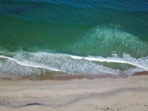 Красивые пляж и антенна океана Стоковая Фотография RF