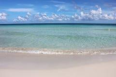 Красивые синь и океан и небо бирюзы Стоковые Фото