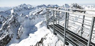 Красивые снежные холмы в высоких горах Tatras, Словакии пусто стоковые фото