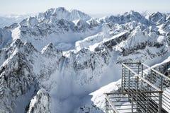 Красивые снежные холмы в высоких горах Tatras, Словакии пусто стоковое фото rf