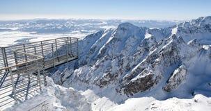 Красивые снежные холмы в высоких горах Tatras, Словакии пусто стоковое изображение rf