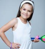 Красивые спортсмены девушки с ракеткой тенниса и теннисным мячом Стоковое Изображение