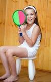 Красивые спортсмены девушки с ракеткой тенниса и теннисным мячом Стоковое Фото