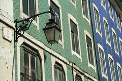 Красивые старые керамические фасады в Лиссабоне Стоковые Изображения
