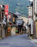 Красивые старые дома в улице Sanen-zaka, Киото, Японии Стоковое Изображение RF